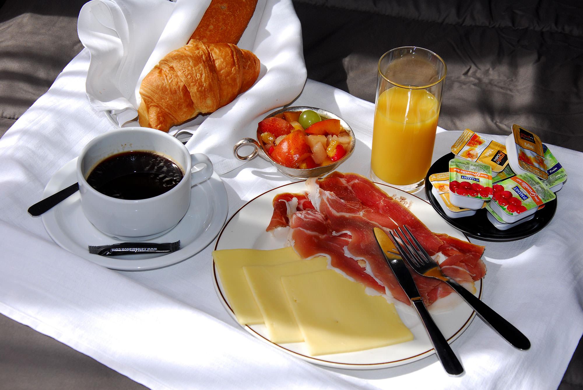 petit-dejeuner-hotel-stella-lourdes